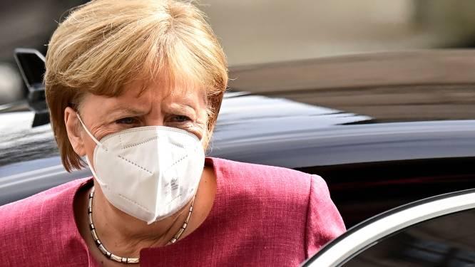 Merkel presenteert wet om buiten de deelstaten om lockdown te kunnen opleggen, Duitse regering stemt in