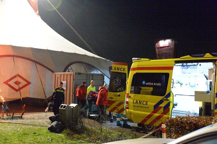 Ambulance bij de circustent in Apeldoorn.