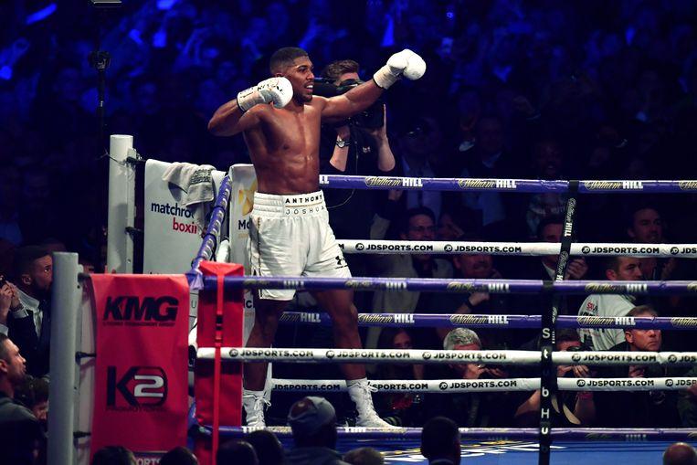 Joshua viert zijn overwinning. Beeld Getty Images
