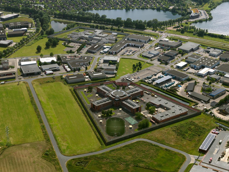Luchtopname van de Penitentiaire Inrichting PI Achterhoek te Zutphen. Beeld Irvin van Hemert/HH