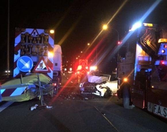 De wagen belandde tegen de botsabsorbeerder van een werfwagen