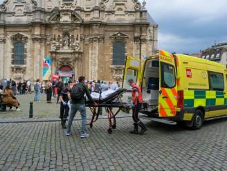 200-tal manifestanten betuigen steun voor hongerstakende sans-papiers voor gesloten Begijnhofkerk