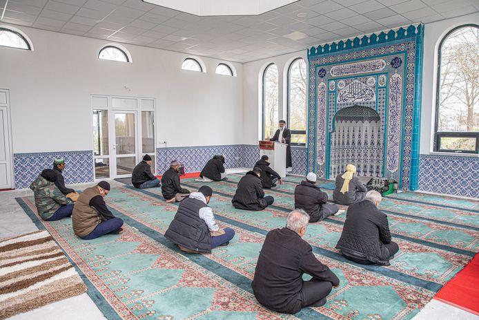 Het vrijdaggebed van de moskee in Zwolle.