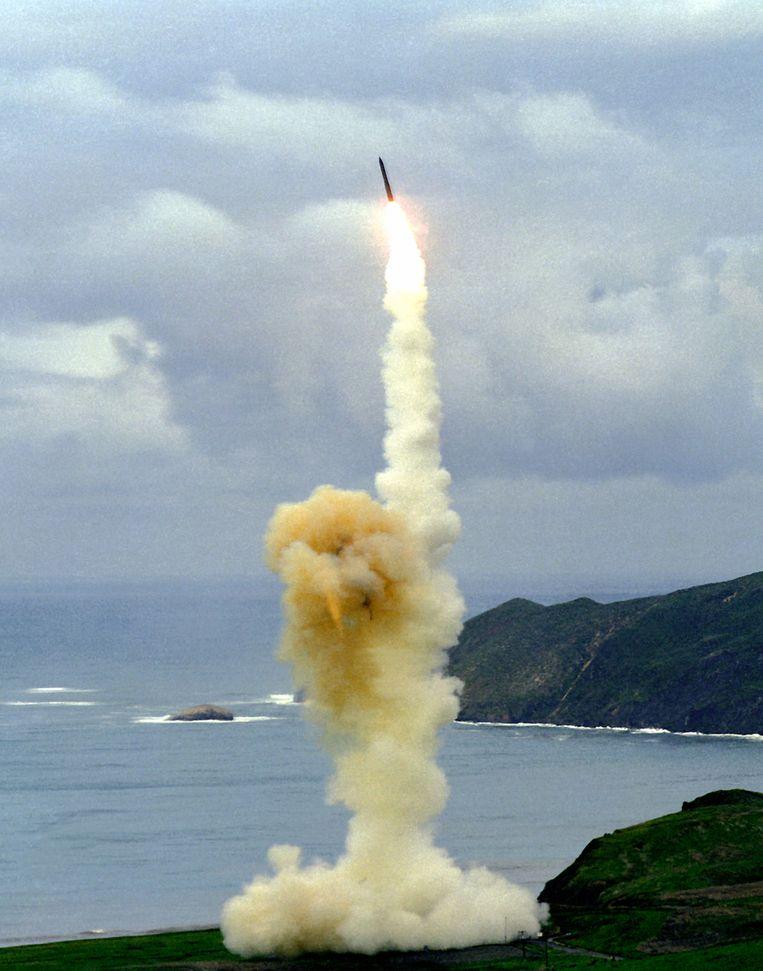 Proeflancering van de Minuteman III-raket. De VS hebben 450 van deze kernraketten gestationeerd op drie ondergrondse bases. Northrop Grumman is betrokken bij het onderhoud van de Minuteman-raket. Het bedrijf is ook de bouwer van de stealthbommenwerper B-2 Spirit, die een nucleaire taak heeft. De nucleaire B-83-bom die de B-2 vervoert, is 75 keer krachtiger dan de atoombom die op Hiroshima is gegooid. Beeld US Department of Defense
