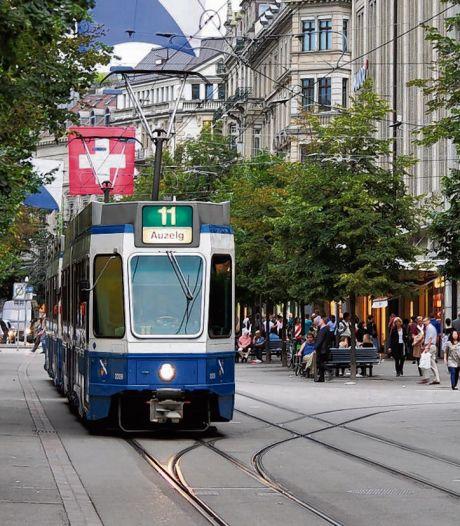 Tram rijdt zes uur met dode vader rond in Zürich, zoon radeloos: 'Mensen te veel met zichzelf bezig'