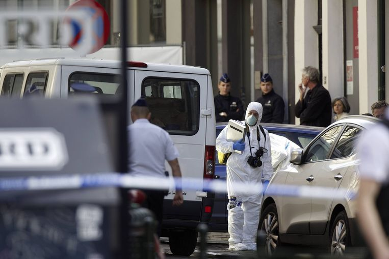 Belgische politie doet onderzoek bij het joods museum in Brussel waar drie mensen werden doodgeschoten Beeld belga