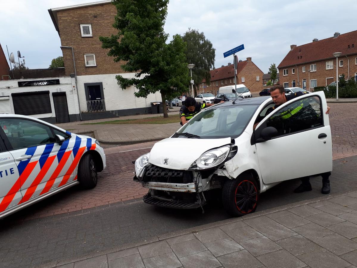 Ongeval tussen twee auto's op Jan van Riebeecklaan in Eindhoven.