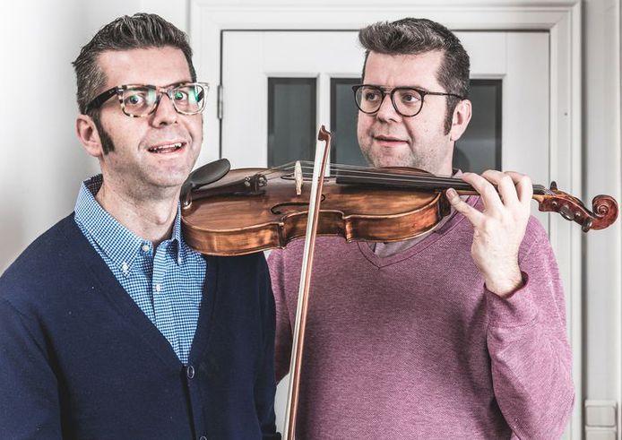 Toen hij amper 29 was, kreeg Maarten Renders (links op foto) het verdict: parkinson. Nu zijn hij en zijn broer Thomas 38 en hebben ze een bucketlist opgesteld met dingen die ze nog samen willen doen - zoals viool spelen bij het Brussels Philharmonic Orchestra.