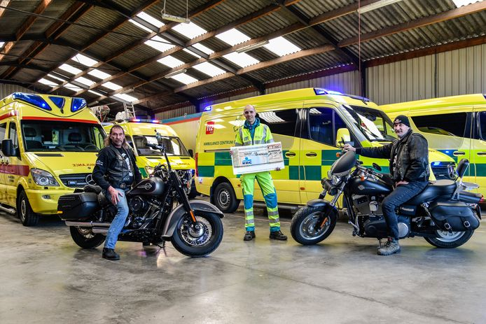 Ambulanciers krijgen 5.000 euro van de Outlaws voor hun werking.