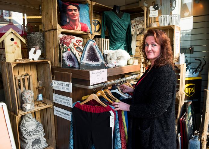 Linda van de Kuinder van de Gezellige Winkel ShopInShop gaat bij de gemeente Stichtse Vecht gebruikmaken van de steunregeling voor ondernemers.