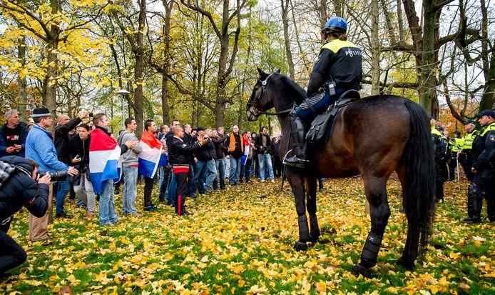 Bij een vorige Pegida-demonstratie moest de politie in actie komen