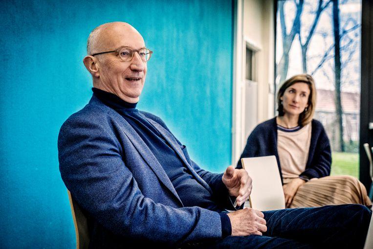 Vaccinoloog Geert Leroux-Roels (UGent), hier met dochter Isabel Leroux-Roels, die ook vaccinoloog is.  Beeld Tim Dirven