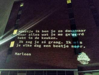 Stad projecteert een jaar na begin lockdown afscheidsboodschappen op stadhuis