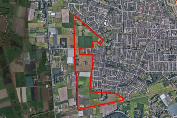 Binnen de rode contouren moet het project Beeks Buiten ten zuidwesten van Prinsenbeek moeten verrijzen.