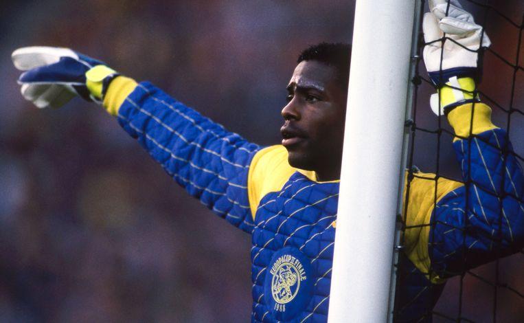 Stanley Menzo in het Ajax-doel tijdens de Europacup II-finale tegen KV Mechelen, mei 1988. Titelhouder Ajax verloor van de Belgische bekerwinnaar. Beeld BELGAIMAGE