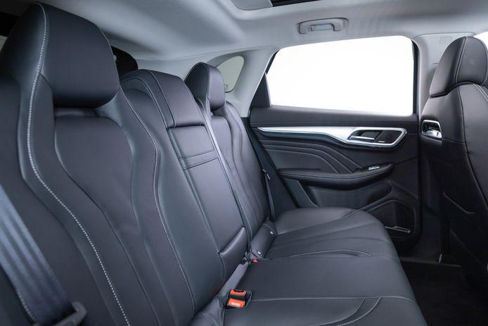 De ruimte achterin is prima, maar niet zo indrukwekkend als in bijvoorbeeld de Hyundai Ioniq 5
