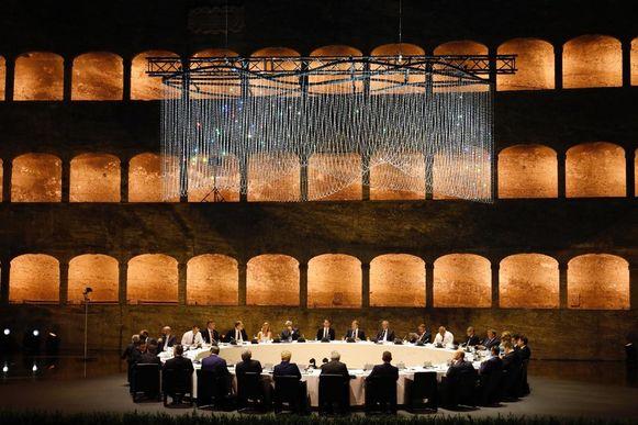 De Europese staats- en regeringsleiders dineerden gisterenavond in de Felsenreitschule in Salzburg.
