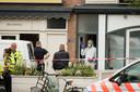 De politie doet onderzoek in de woning aan de Bosboomstraat.