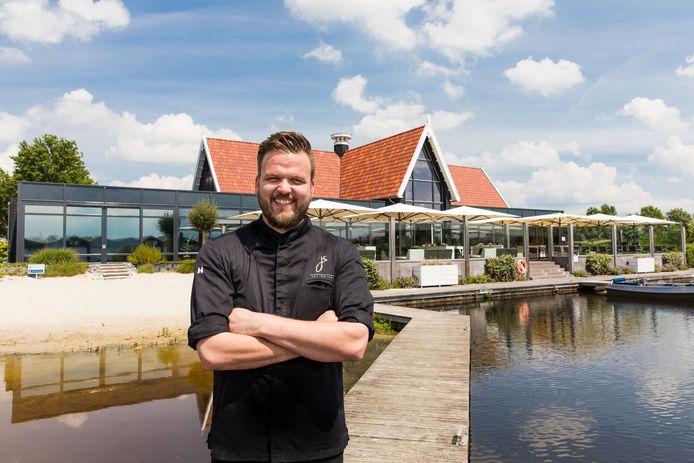 Hier lacht ie nog, chefkok Jan Smink nam midden in coronatijd Restaurant Bodelaeke in Giethoorn over om zo met meer vierkante meters, meer omzet te kunnen draaien. Nu moet ie weer dicht.
