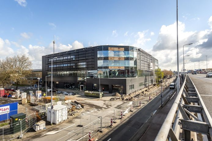 Het Porsche Centrum Rotterdam krijgt een hoofdrol in het sportautoparadijs langs de A20.
