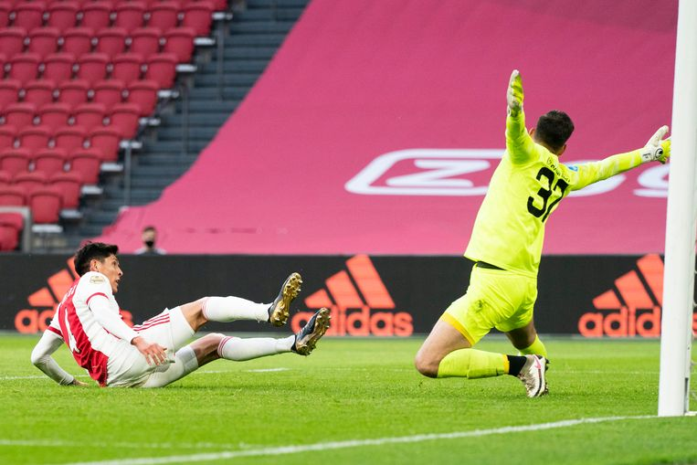 AMSTERDAM, 23-04-2021, JohanCruyff Arena , season 2020 / 2021 , Dutch Eredivisie Football between Ajax and FC Utrecht , Ajax player Edson Alvarez scores the 1-1 Beeld Pro Shots / Jasper Ruhe