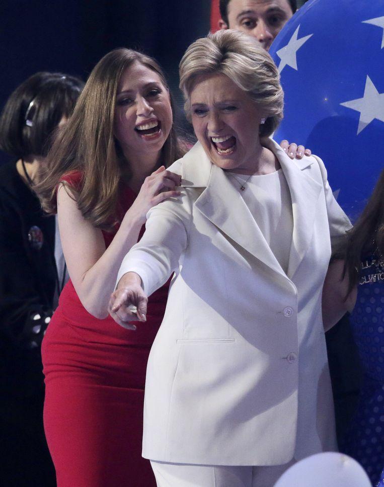 Chelsea Clinton met moeder Hillary. Beeld Photo News