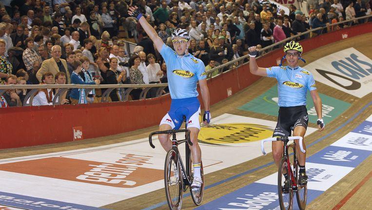 Jasper De Buyst en Leif Lampater na hun eindzege in de Gentse zesdaagse. Beeld AFP