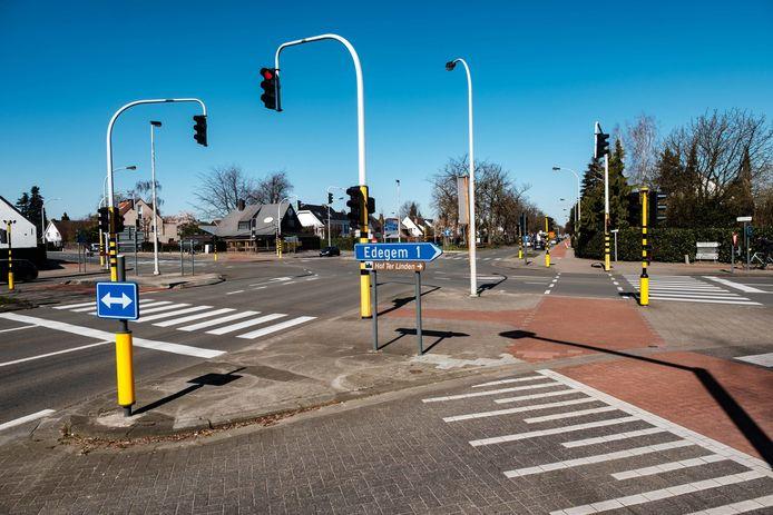 Kruispunt Prins Boudewijnlaan en Drie Eikenstraat.