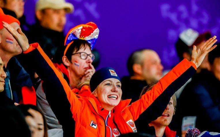 Carlijn Achtereekte ziet op de tribune dat het goud voor haar is. Beeld ANP