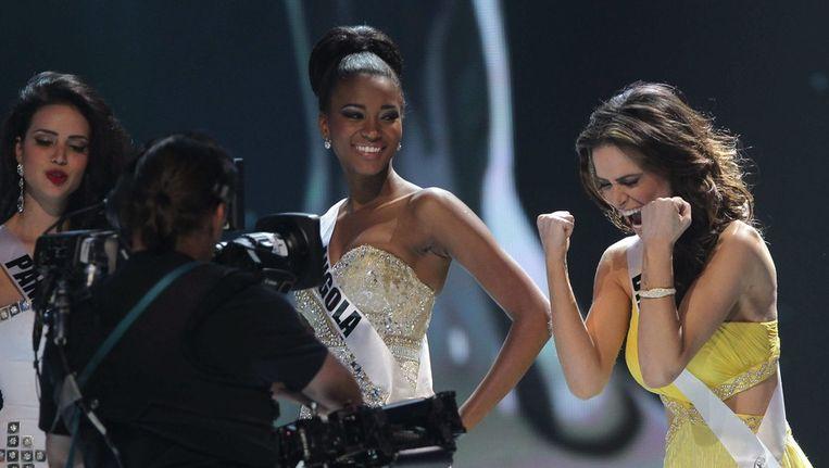 Miss Brazilië (rechts) en Miss Angola (midden) bij de Miss Universe-verkiezing van vorig jaar september in Brazilië. Beeld EPA
