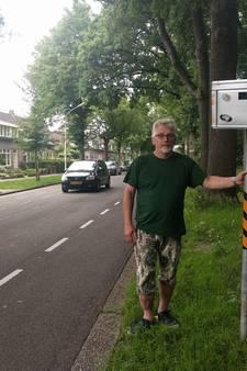 Zelfgemaakte 'flitspaal' laat hardrijders op de rem trappen in Breda