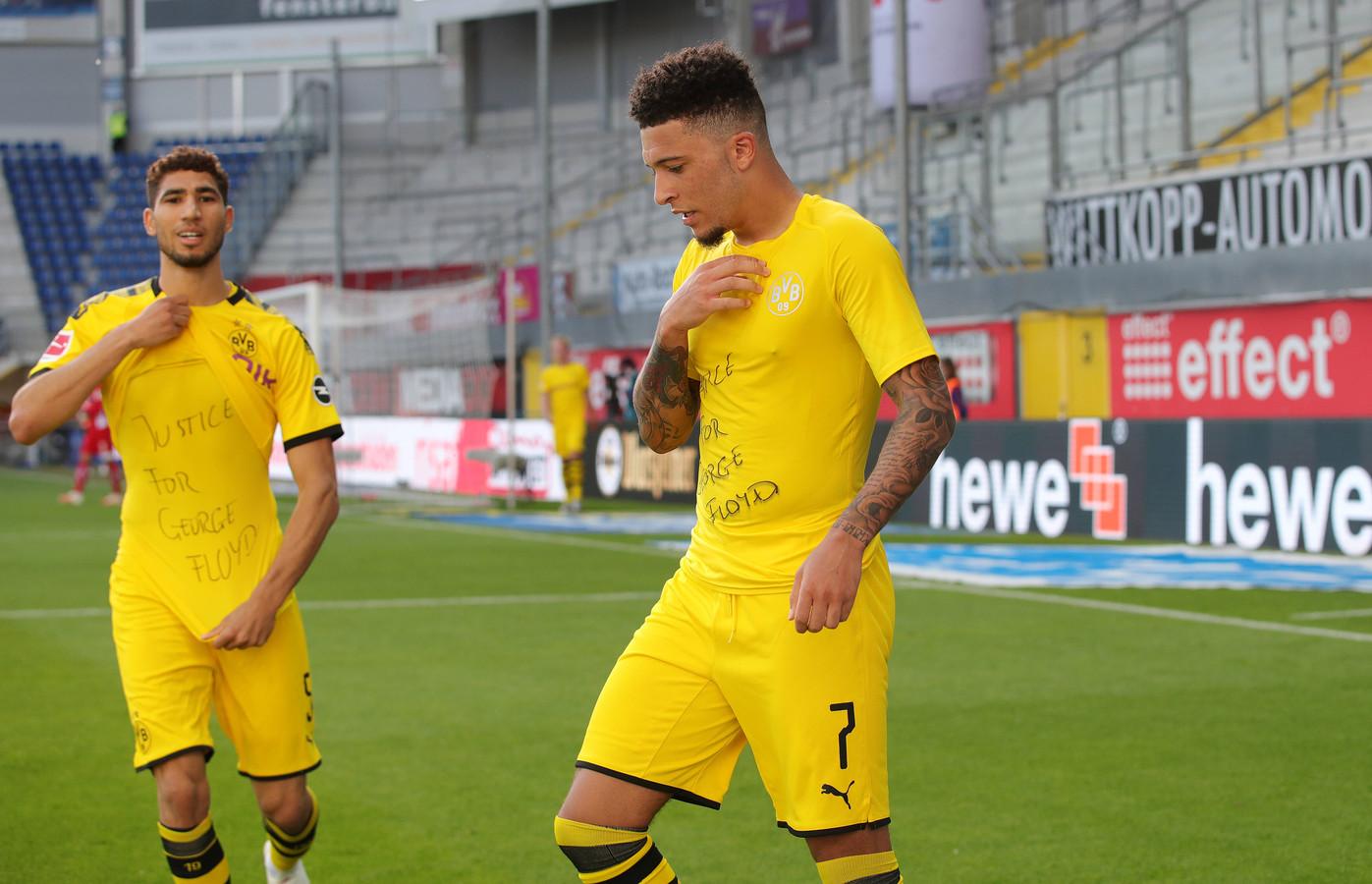 Achraf Hakimi en Jadon Sancho toonden gisteren dezelfde tekst op hun ondershirt na hun goals tegen SC Paderborn: 'Justice for George Floyd'