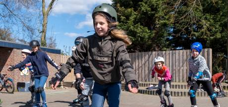 Stunten en lekker hard gaan: leerlingen in Serooskerke leren veilig skaten