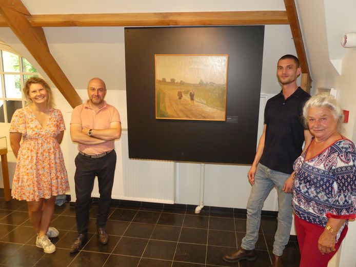 Latems cultuurcoördinator Polina Rakhovitch, mudel-conservator Wim Lammertijn, Michiel Van Damme van het MDD en Freya Malfait.