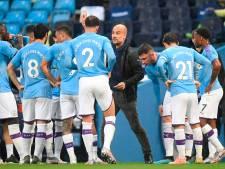 Spelers Manchester City vormen erehaag voor Liverpool