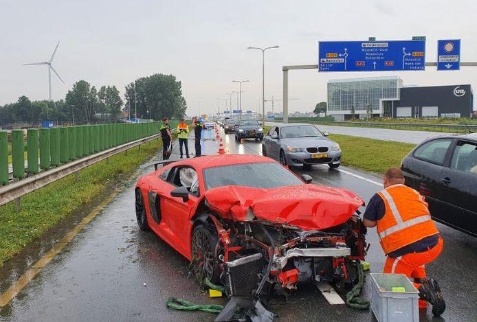 Burgemeester van Elsenweg. Audi crash