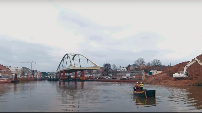 Een beeld uit de video die De Vlaamse Waterweg en de stad Halle lieten maken over het invaren van de Zuidbrug.