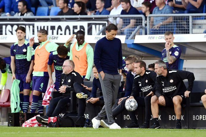 PSV-trainer Roger Schmidt is teleurgesteld na weer een nederlaag voor PSV.