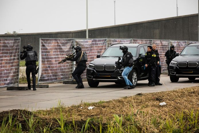 Hulpdiensten oefenen op het Zeeburgereiland voor het scenario van een terroristische aanslag in de hoofdstad.