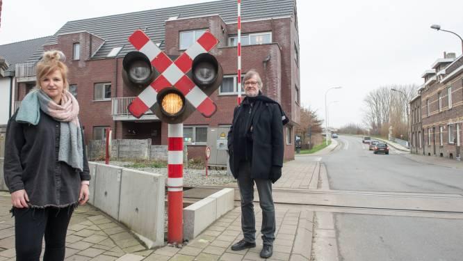 """""""Een ringweg en de sluiting van de overweg aan het station maken van Eine een eiland"""""""