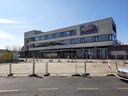 Het voormalige Rabobankgebouw aan het Stationsplein in Etten-Leur, eigendom van de bv JT Invest van Jeroen Nuijten en Tijs Verwest. De bv is onlangs failliet verklaard. Wat er nu met het gebouw gebeurt is nog onbekend.