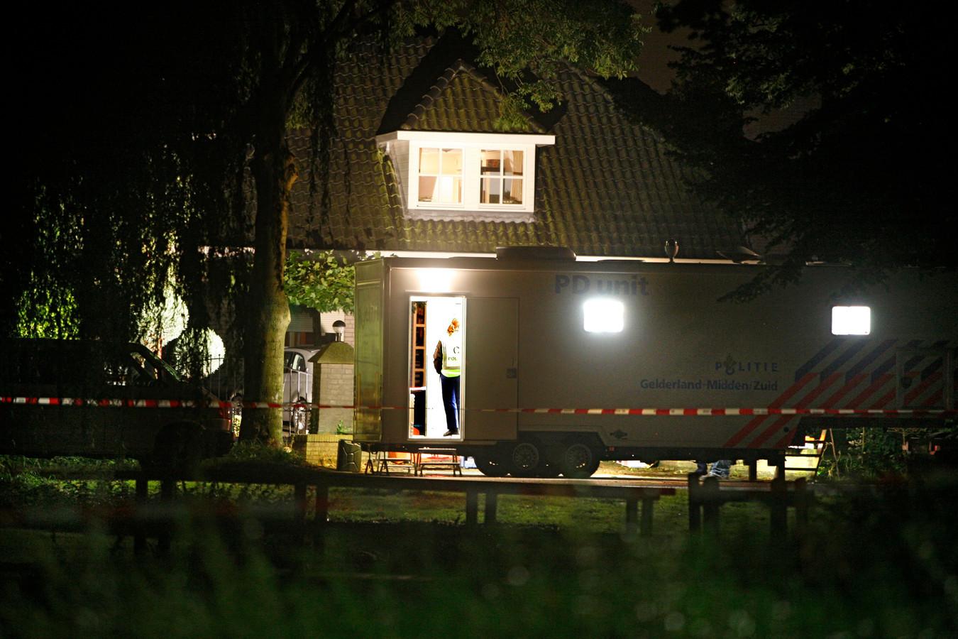 2008: Het huis aan de Wielewaallaan, waar het politieonderzoek in volle gang is.