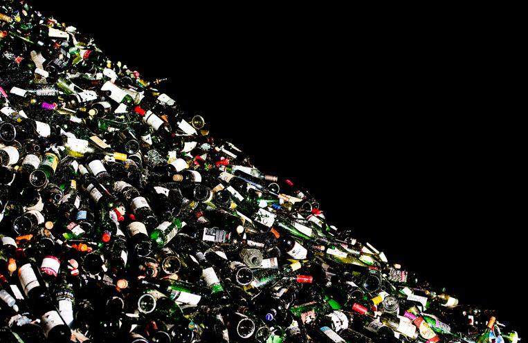 Leggen flessen bij Van Tuijl Glasrecycling Beeld ANP