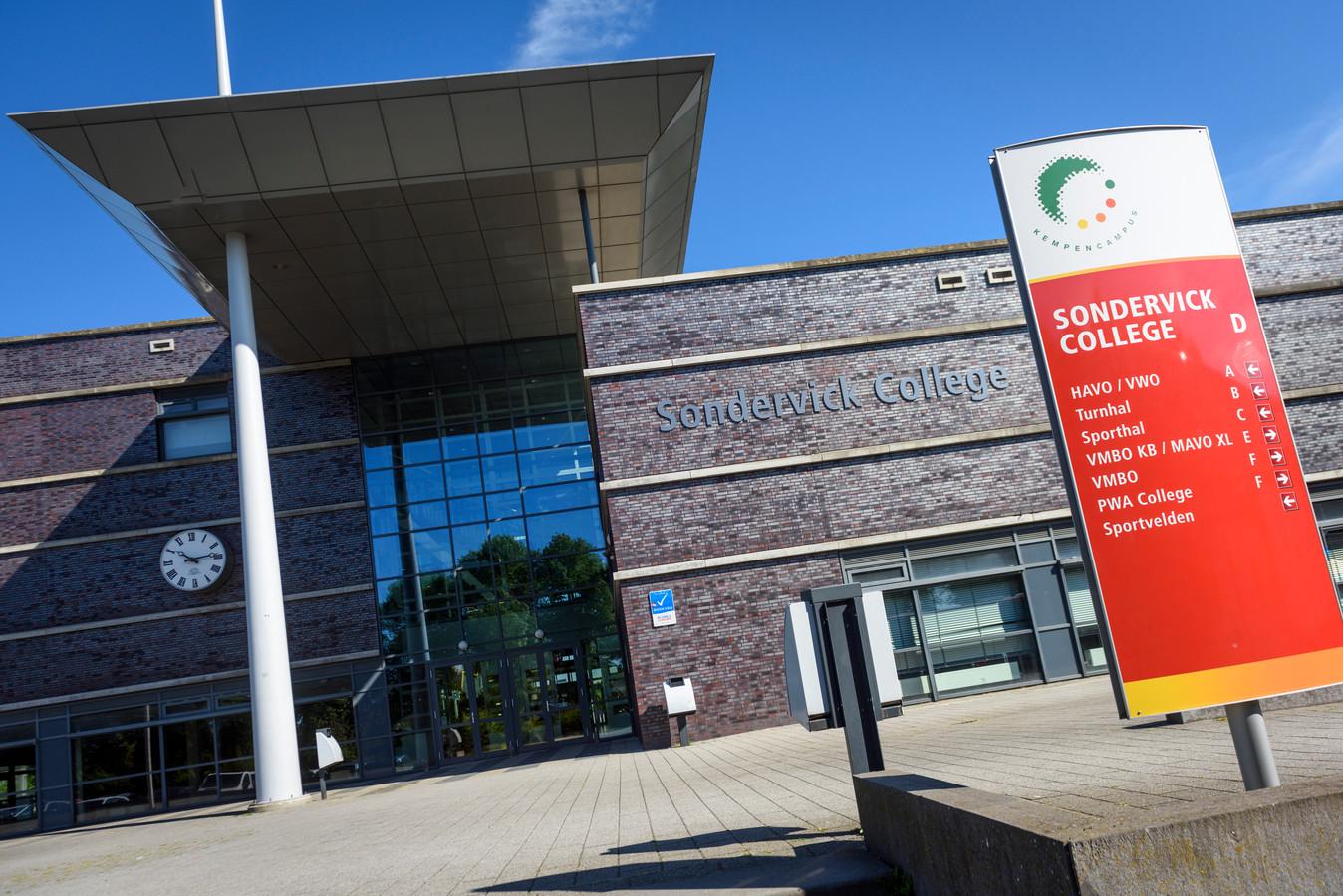 Het Sondervick College aan de Knegselseweg in Veldhoven.