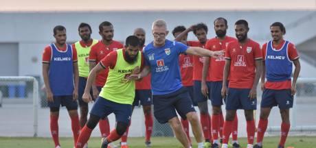 Deze voetbaltrainer uit Ommen pioniert op de Malediven: 'We trainden in de feestzaal van het hotel'
