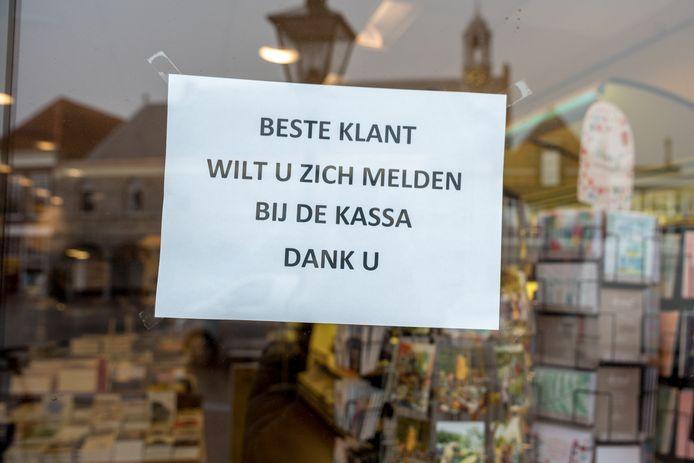 Deurbeleid bij boekhandel De Vries in Zierikzee