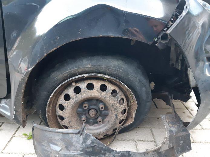 Ver kwam de bestuurder uiteindelijk niet meer met zijn beschadigde auto