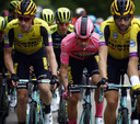 Van Emden (l) beschermt leider Roglic in de Giro van dit jaar. Roglic eindigde uiteindelijk als derde.