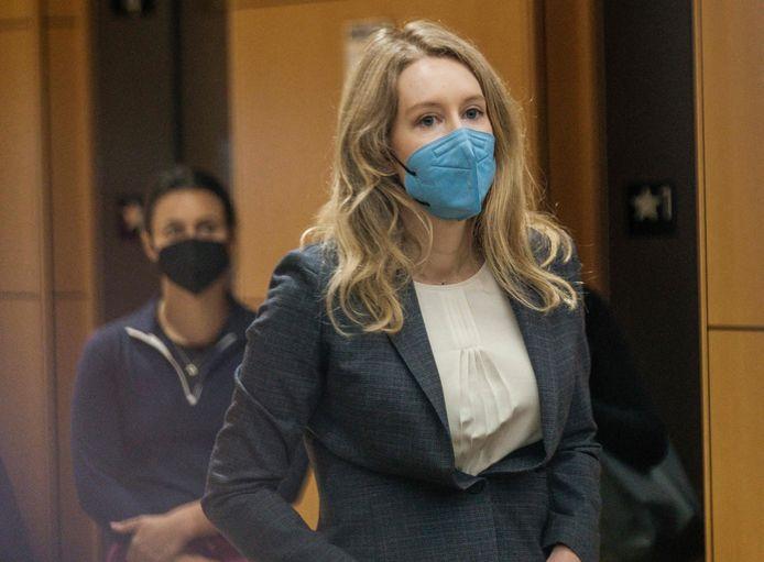 Elizabeth Holmes in de rechtbank.