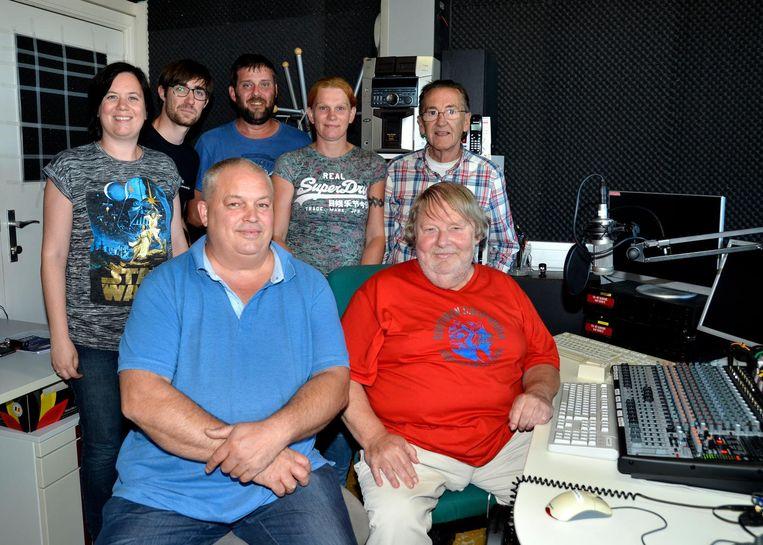 Het team achter Radio Oost West.
